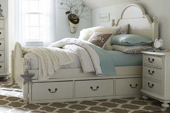 isabella clapboard low post bed