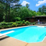 Pros & Cons of Vinyl Swimming Pool Liners