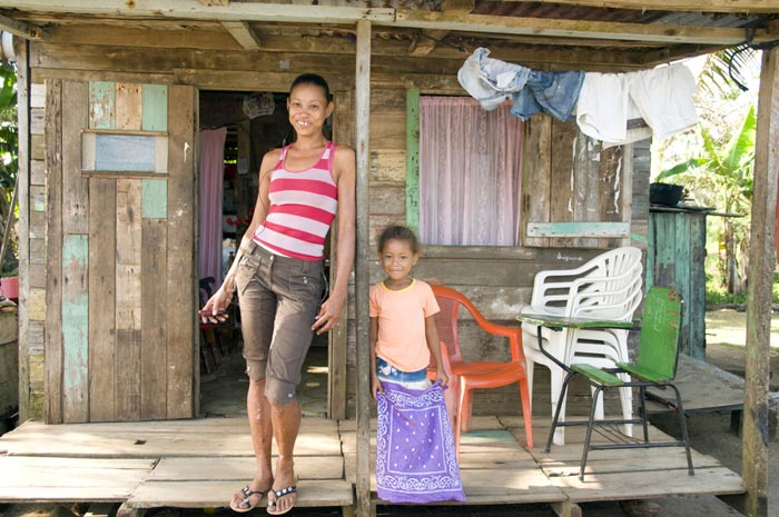 mother and young daughter in nicaragua