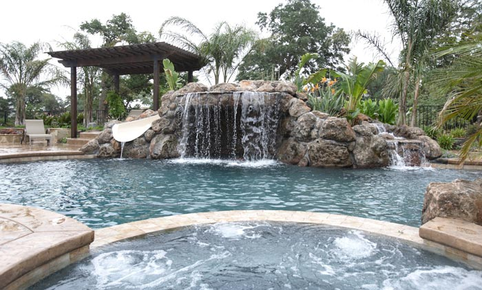 Pool with waterfall effect and bubbling jets